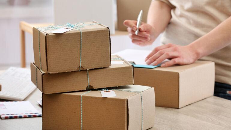 Pakkide saatmine välismaale ja postkontorisse läheb kallimaks